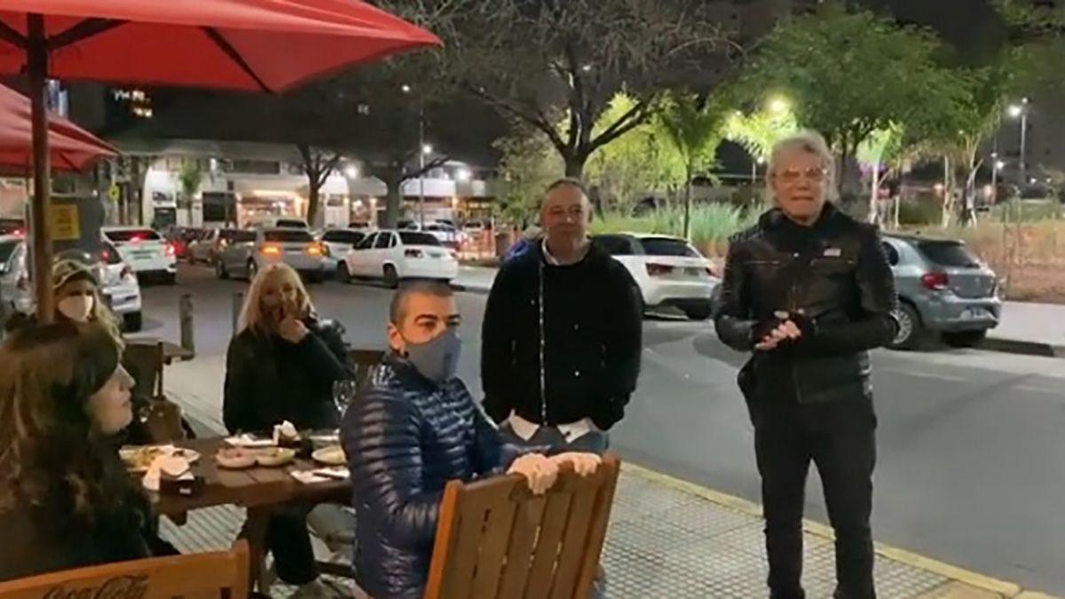 Beto Casella rompió el aislamiento para despedir al locutor de Bendita