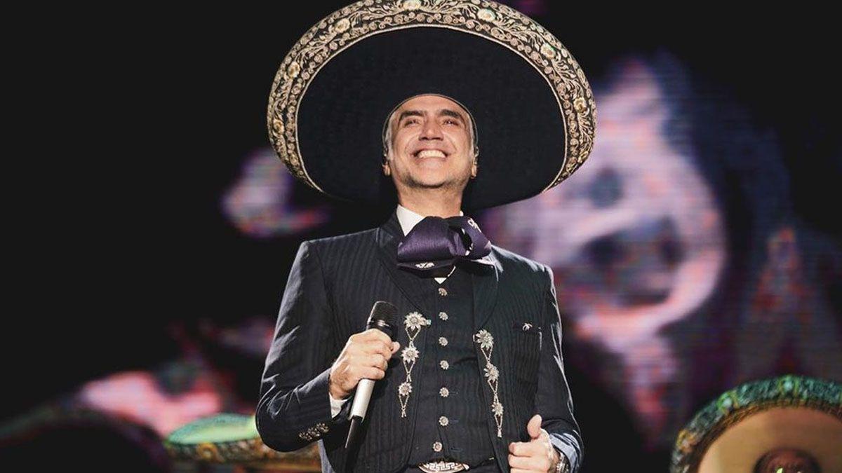 Alejandro Fernández cantó por primera vez en miles de hogares
