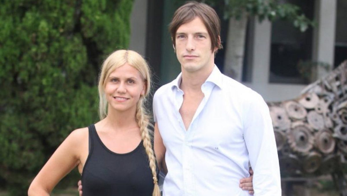 El conductor Iván de Pineda y su noviaLuz Barrantes