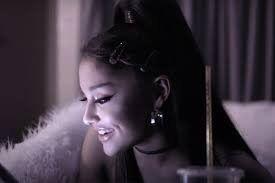 ¡Rompió en llanto! Ariana Grande se emociona antes de un concierto