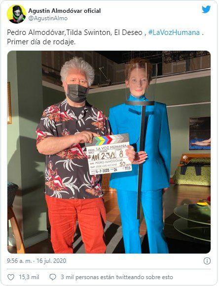 Agustín Almodóvar subio una imagen del primer día de rodaje entre Pedro Almodóvar yTildaSwinton