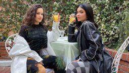 ¡Juntas! Rosalía y Kylie Jenner en un video de Cardi B