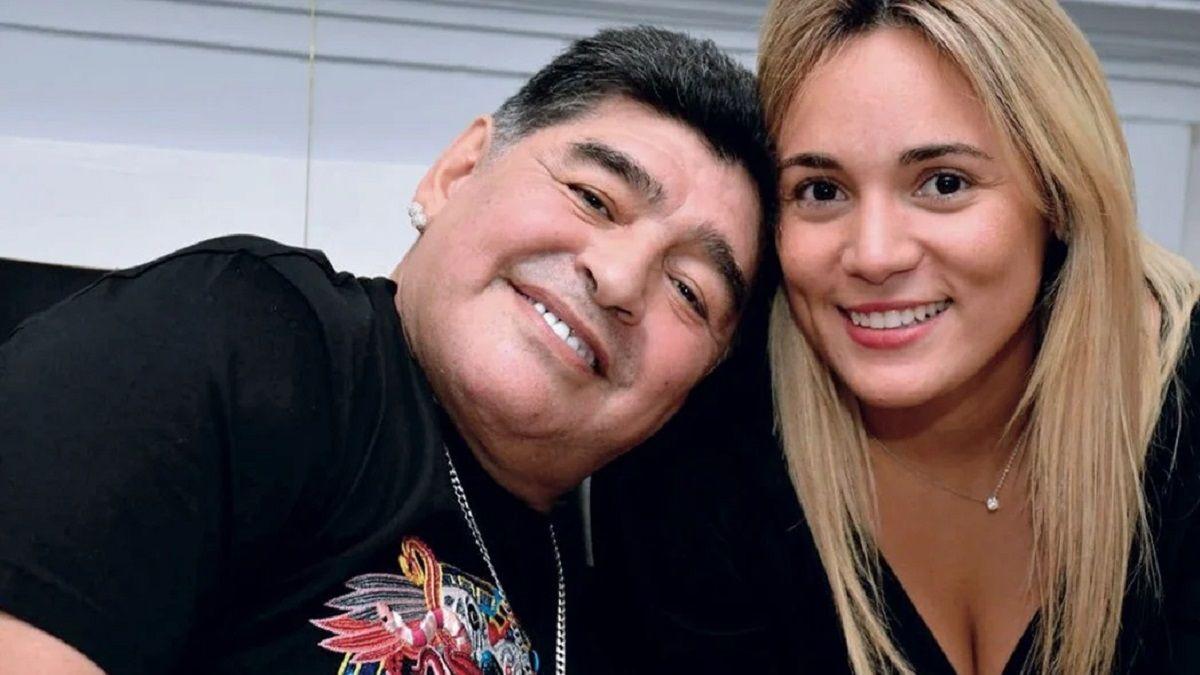 Diego Maradona junto a su ex pareja