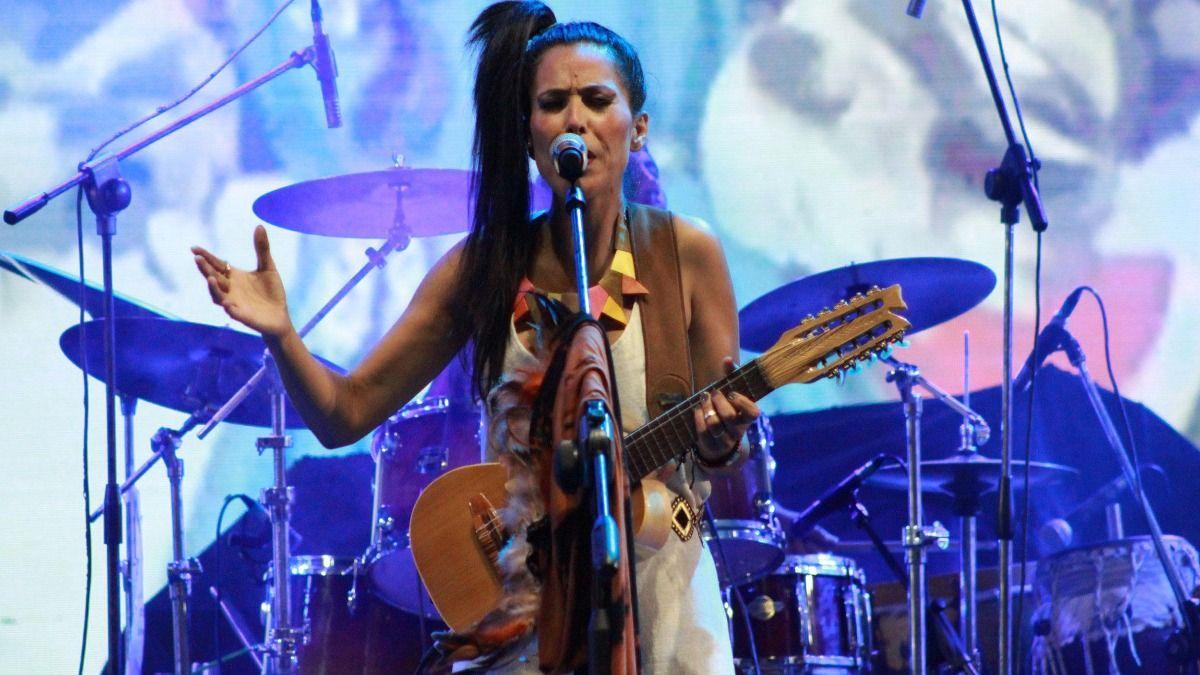 La cantante Roxana Carabajal fue demorada por la policia de Santiago del Estero en la tarde de ayer