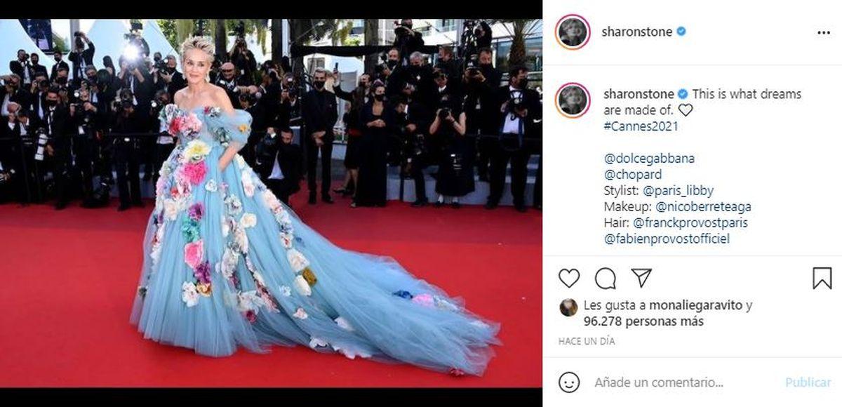 Desde su Instagram Sharon Stone compartió una fotografía de su paso por la alfombra roja de Cannes