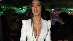 Cardi B compartió por error una foto en topless, pero la eliminó