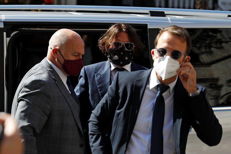 Johnny Depp llegaba con la cara cubierta al juzgado donde se reencontró con su ex Amber Heard