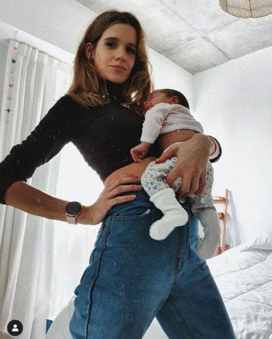 El tierno posteo de Violeta Urtizberea con su pequeña Lila: Unas ganas de pasear