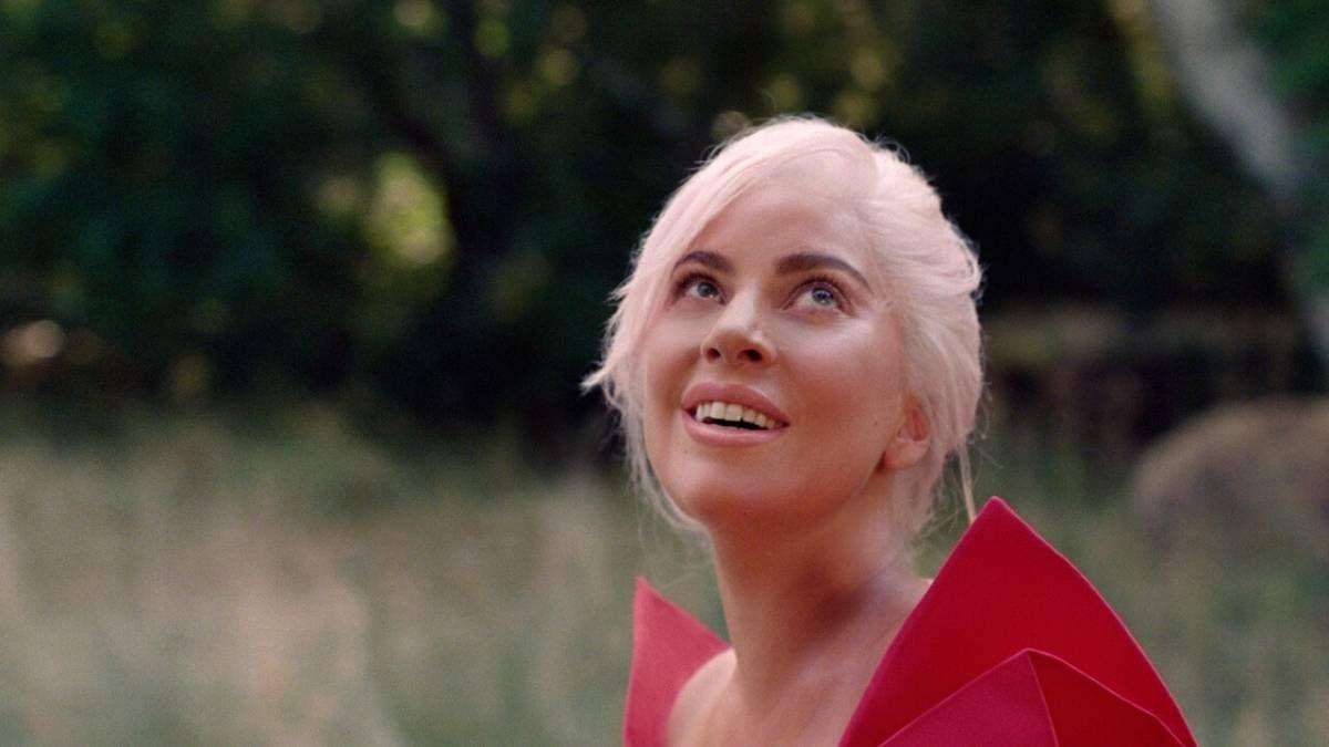 ¡Qué regalo! Lady Gaga recibió un súper ramo