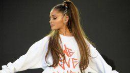 ¡Dando el ejemplo! Ariana Grande posa usando su barbijo