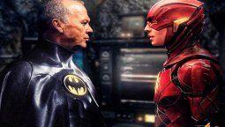 Michael Keaton junto a Ezra Miller en The Flash