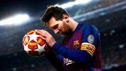El capitán del Barcelona Lionel Messi logró rematar varias veces, pero no pudo con Manuel Neuer
