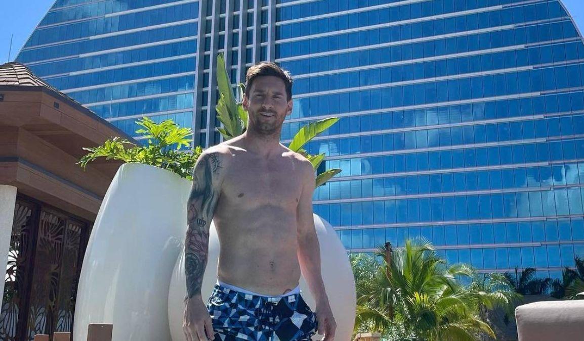 Lionel Messi pasa por estos dias sus vacaciones en Miami, donde se permitió comer una hamburguesa