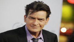El actor Charlie Sheen cumpió hoy 55 años en medio de la incertidumbre acerca de su salud y sus finanzas