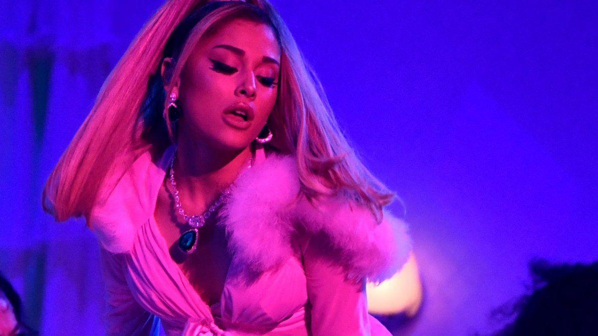 ¡Viene algo nuevo! Ariana Grande anunció que tendrá su documental