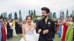 Evaluna Montaner junto a su esposo, el cantante Camilo, el día de su matrimonio