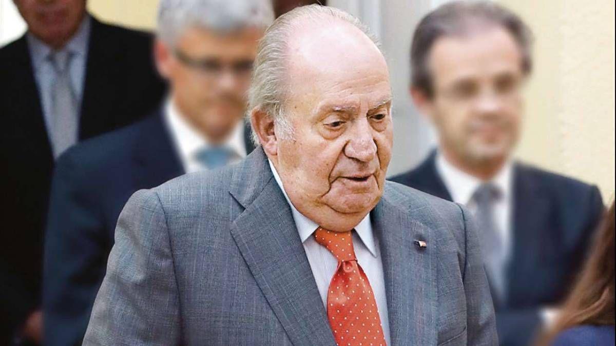 ¡Deteriorado! Juan Carlos I camina