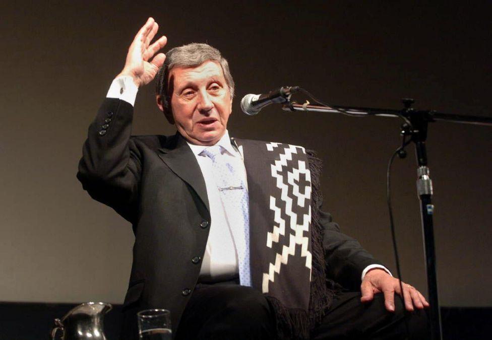 El humorista Luis Landriscina presentó Como un cisne con música de Hernán Crespo