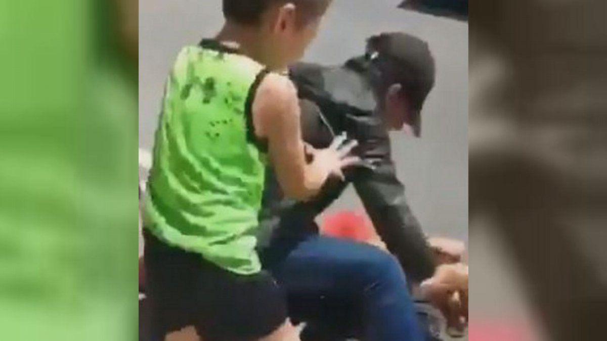 Estremecedor: El video del brutal ataque de un hombre a su novia en España