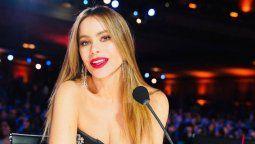 ¡Felina! Sofía Vergara lució sus curvas con un vestido animal print