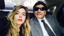 Dalma Maradona junto a su padre, el ex futbolista Diego Maradona