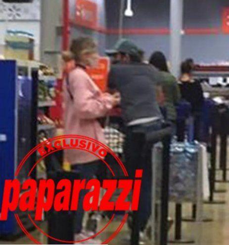Esta es la foto de Paparazzi donde se lo puede ver a Cabré y a Laurita Fernández juntos