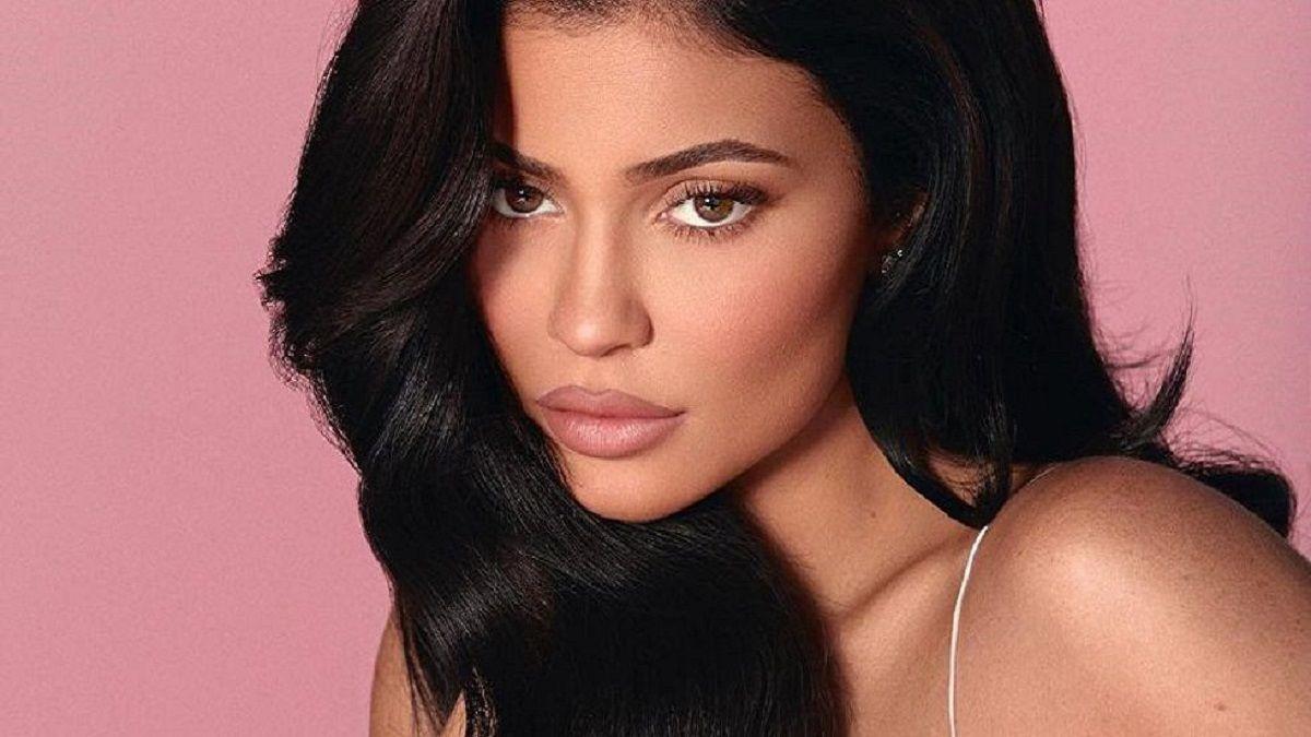 Kylie Jenner fue vista fuera de casa en plena pandemia