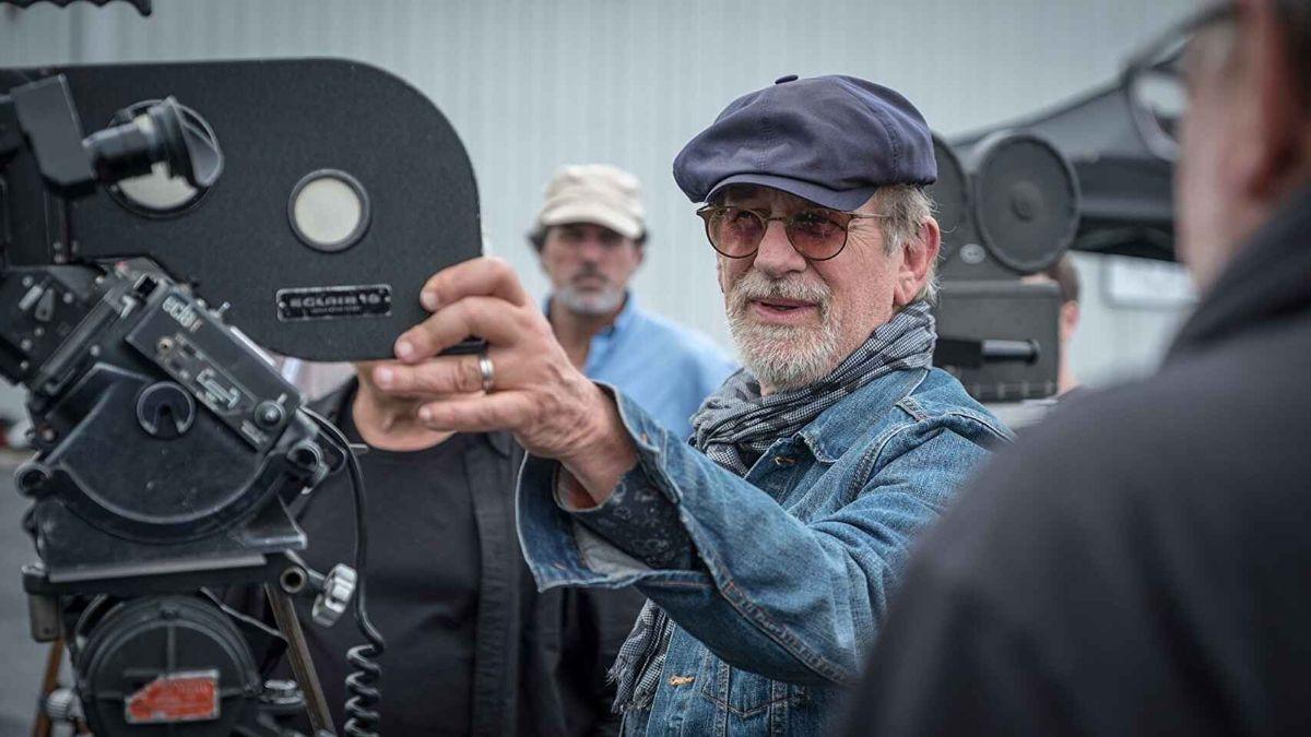 El director Steven Spielberg dirigió Tiburón en 1975