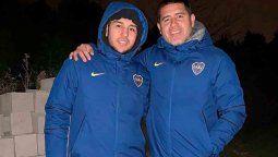 Hijo de Juan Román Riquelme presente en la Bombonera tras regresar de Cancún y viajar con casos positivos.