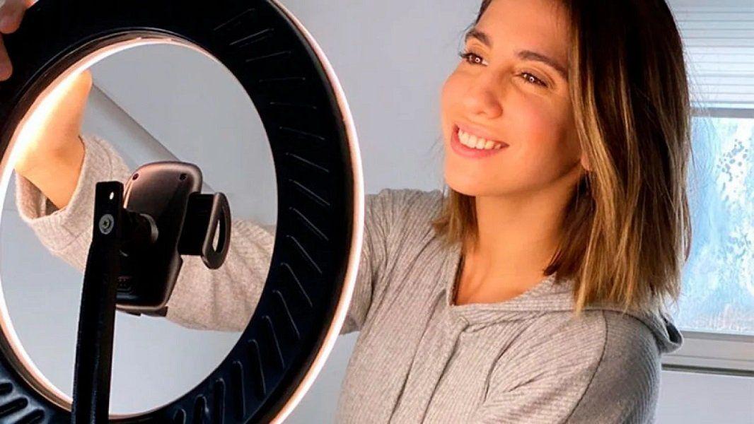 Cinthia Fernández en la publicación de canje