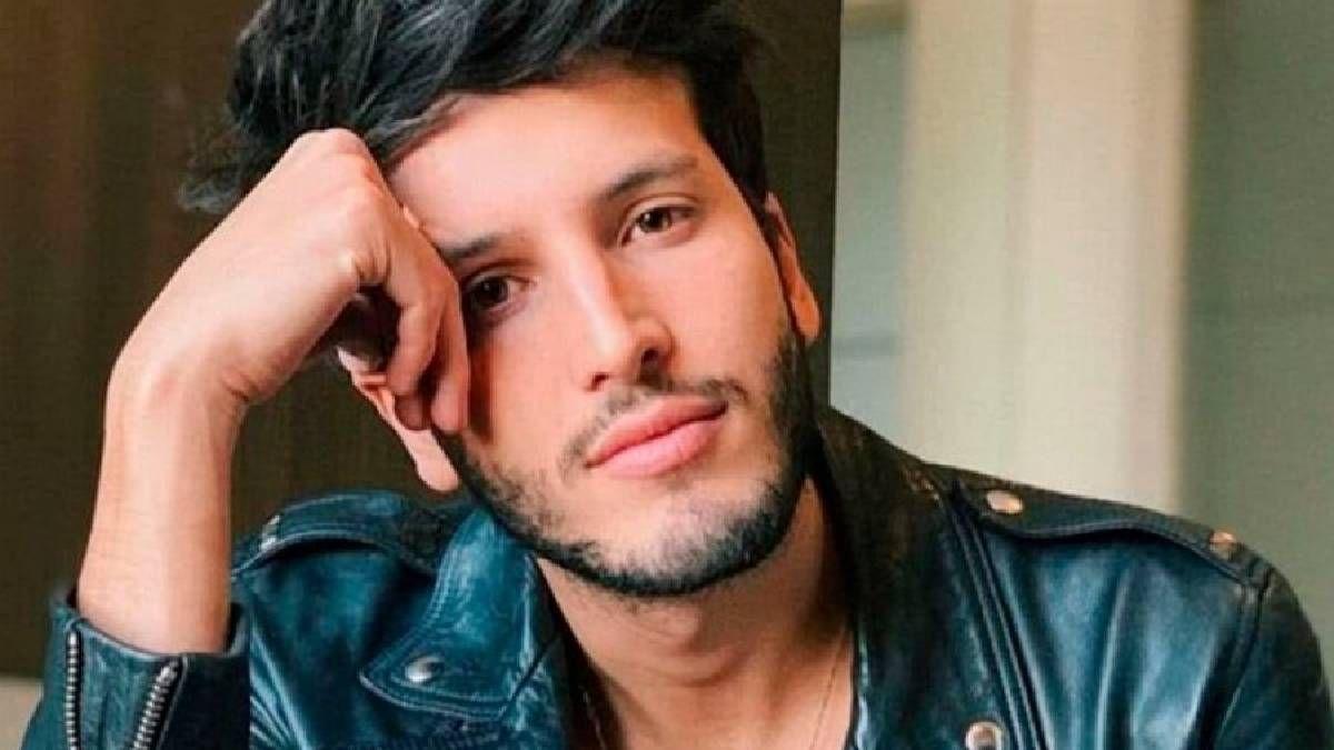 Sebastián Yatra se lamenta de su soltería y lo expone en redes sociales