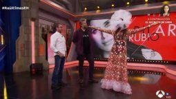 ¡Exótico! Pilar Rubio sorprendió a todos con su vestido en El Hormiguero