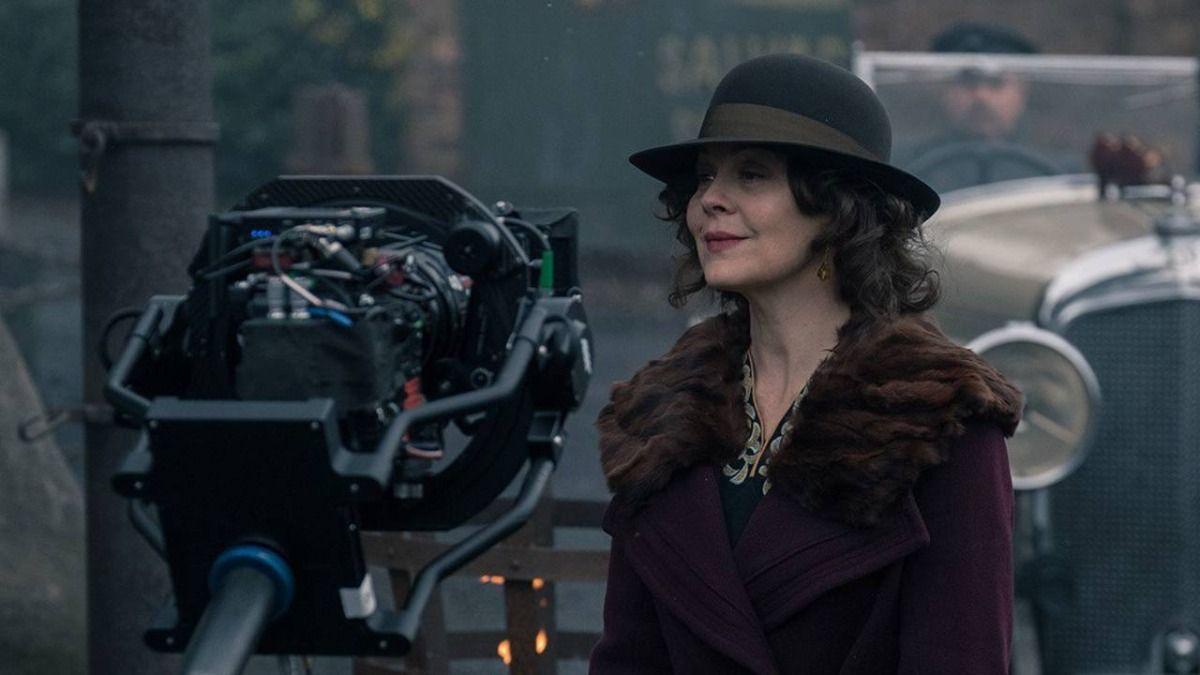 La actriz Helen McCrory filmando una escena de Peaky Blinders