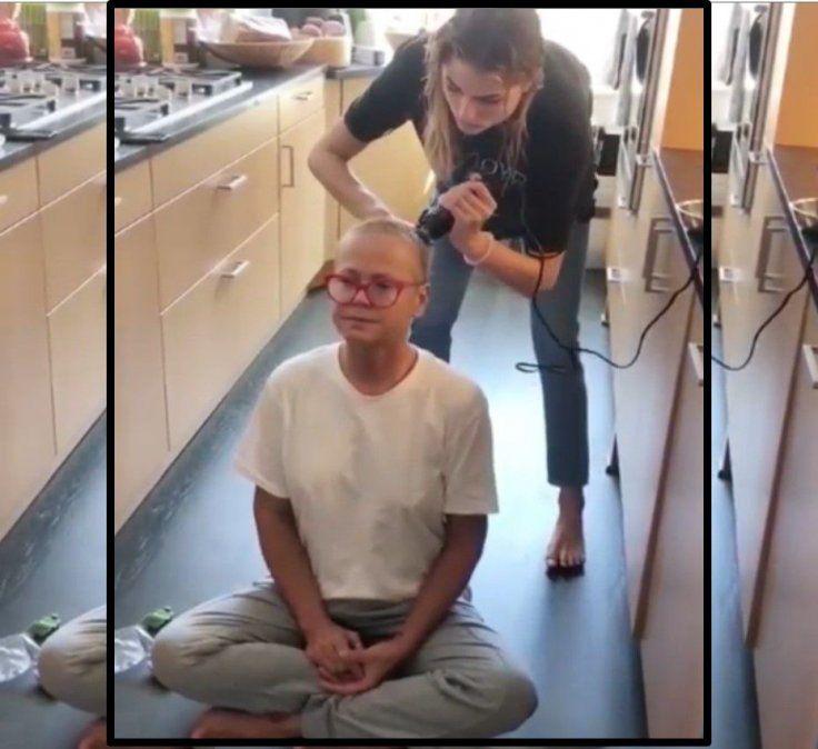Irreconocible: Xuxa se dejó rapar el pelo por su hija Sasha y subió el video a sus redes