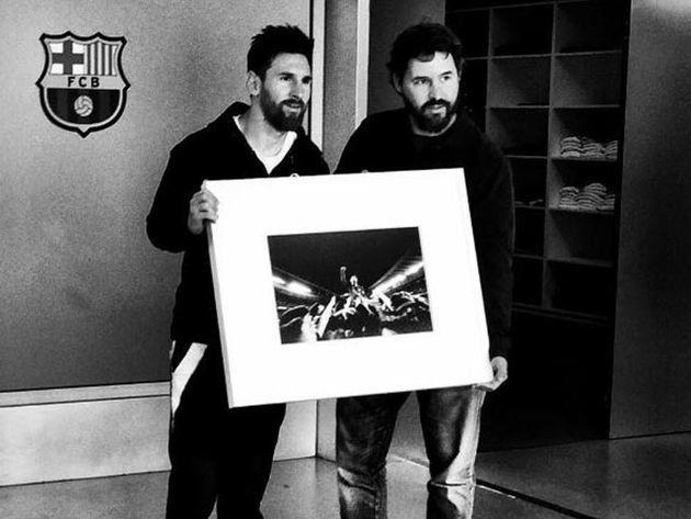 ¡Ingratos! Toma la mejor foto de Messi y el Barcelona no le renueva el contrato