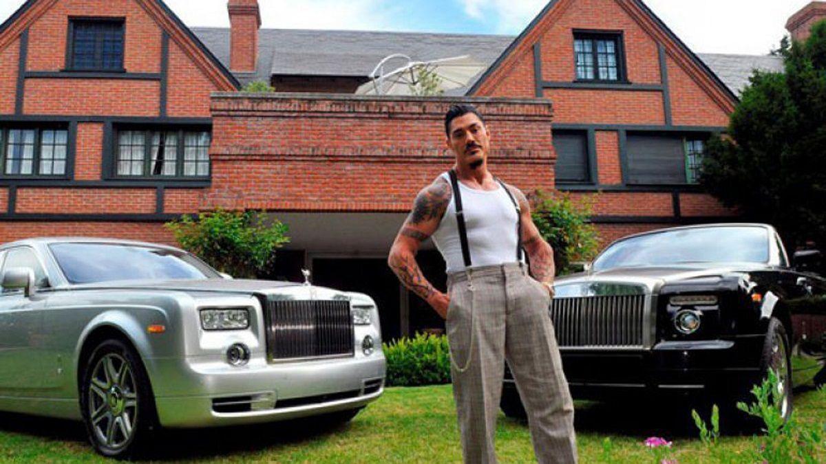 Los hijos de Ricardo Fort pasearon en el emblemático Rolls Royce