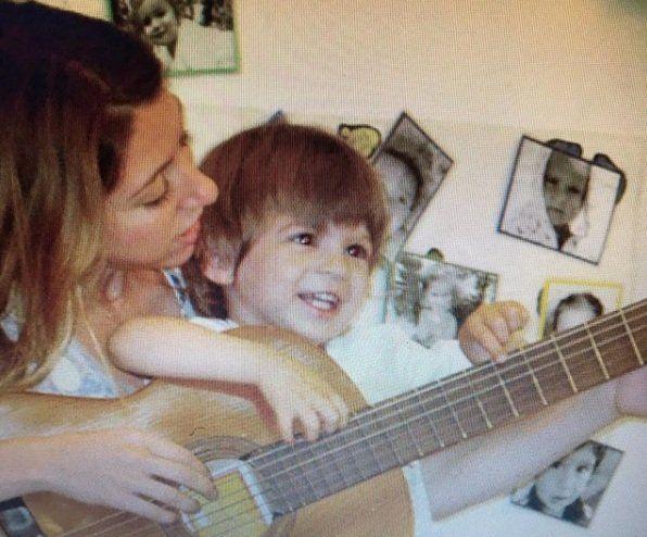 Florencia Bertotti y su hijo romeo