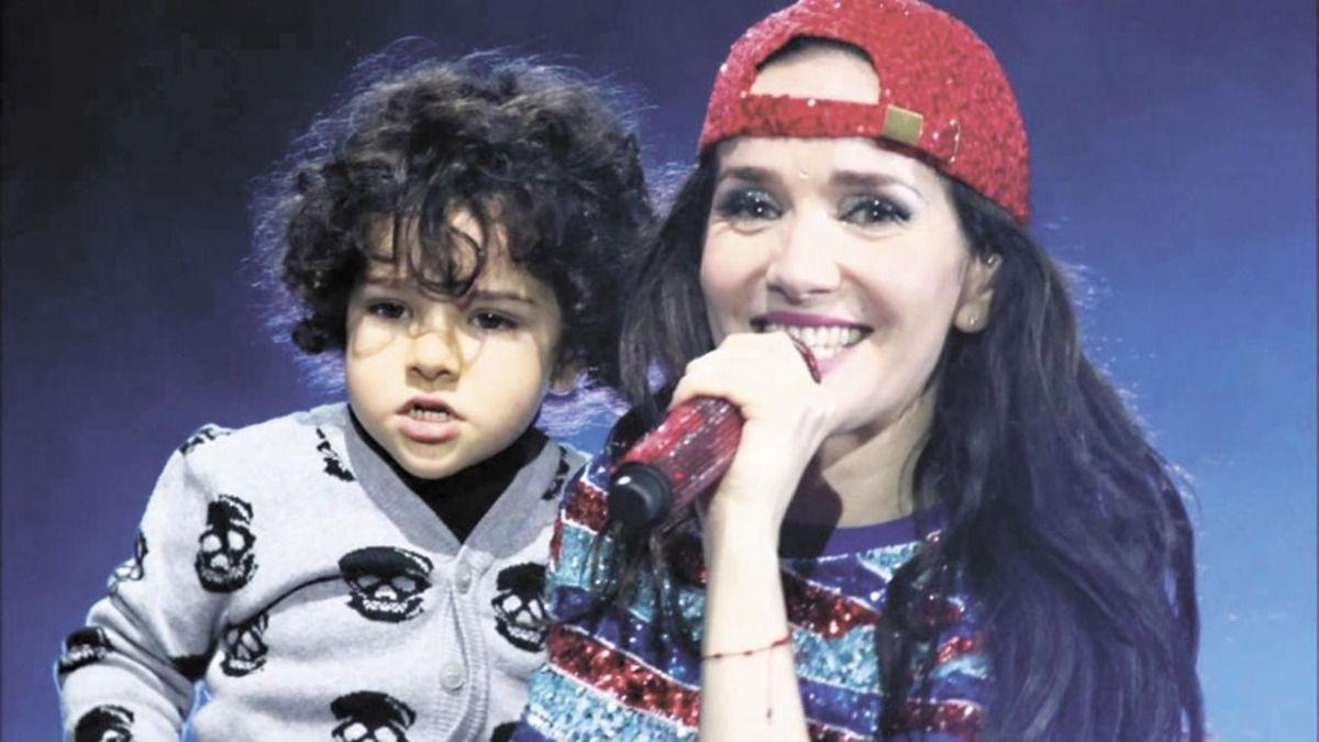 La actriz Natalia Oreiro junto a su pequeño hijo Atahualpa