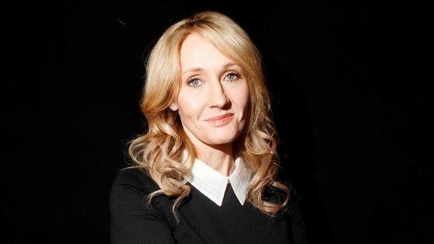 J K Rowling es la creadora de la Saga Harry Potter cuya primera película se estrenó en 2003