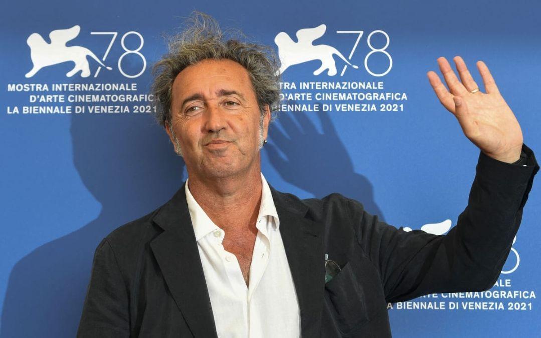 En Fue la mano de Dios Paolo Sorrentino hace referencia a la llegada de Maradona a Napoles