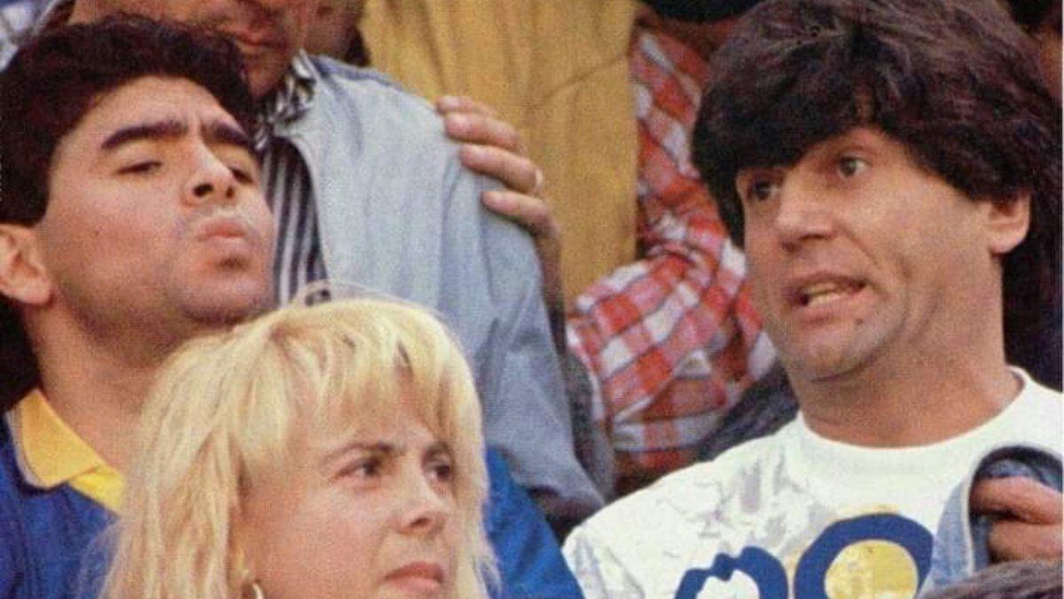 Carlín Calvo y Diego Maradona durante el super clásico de 1992 entre Boca y River