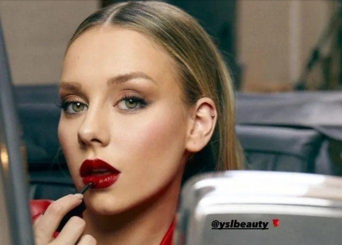¡Rojo pasión! Ester Expósito y sus labios infartarán a más de uno