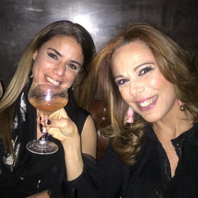 Iliana y Marina Calabró juntas en la noche porteña, como hermanas amorosas