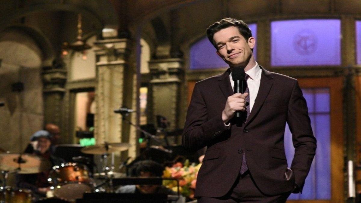 El comediante John Mulaney presentado Saturday Night Live