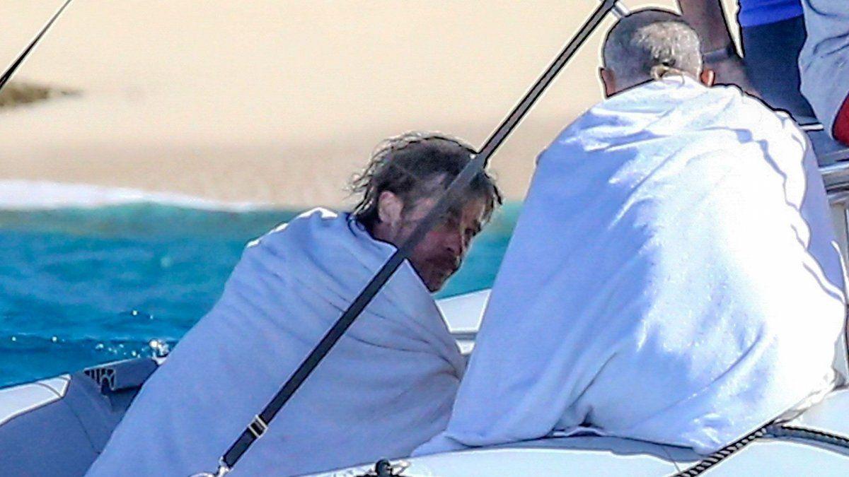 ¡Qué guapo! Brad Pitt fue visto mostrando todos sus tatuajes