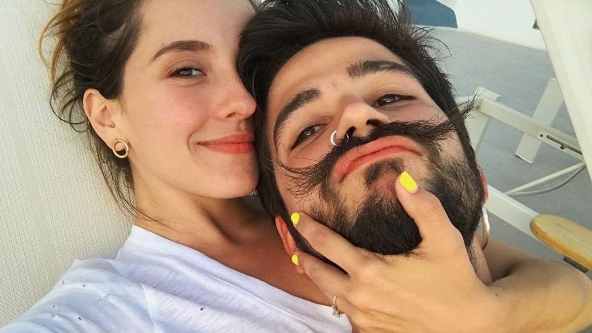 Camilo y Evaluna Montaner causan sensación con su manera de saludarse