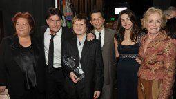 Conchata Ferrell, la popular Berta, junto a sus compañeros de la famosa series TwoTwo and a Half Men