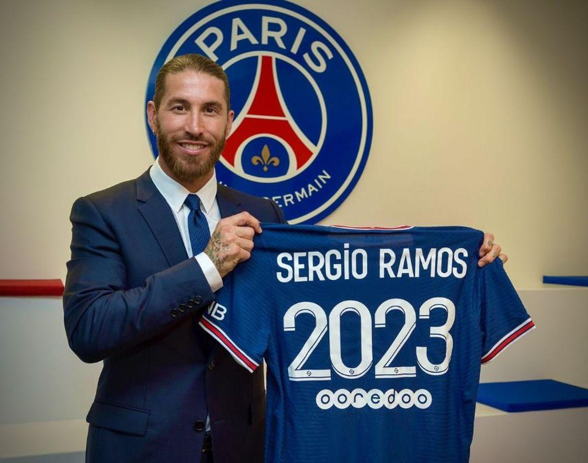 El jugador español Sergio Ramos firmó con el PSG hasta 2023