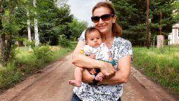 Marcela Coronel feliz con su nieta