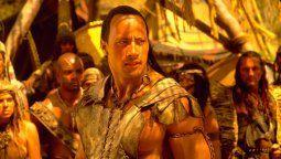 Dwayne Johnson prepara reboot de El Rey Escorpión para Universal